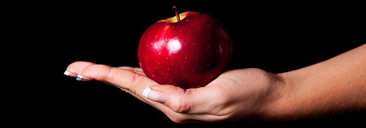 apple-red-black-735-257