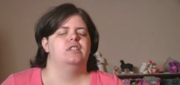 Woman Uses Drain Cleaner to Blind Self with Help of Psychologist