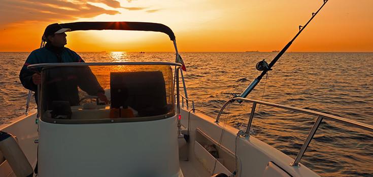 fishing-boat-ocean-735-350