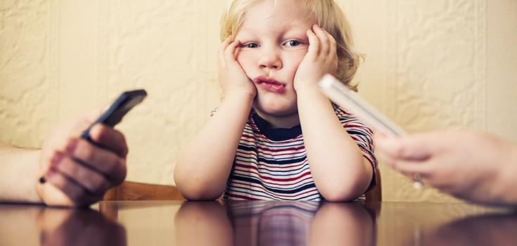image-parents-kids-smart-phones-735-350