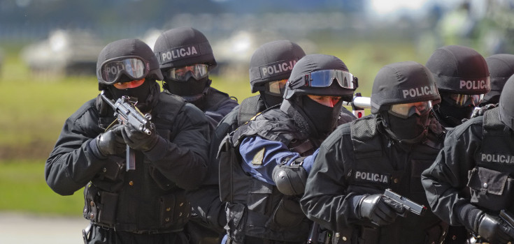 police_swat_735_350
