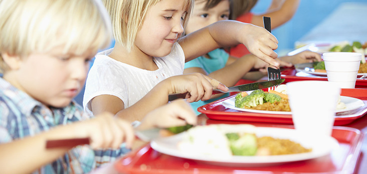 school-lunch-kids-735-350
