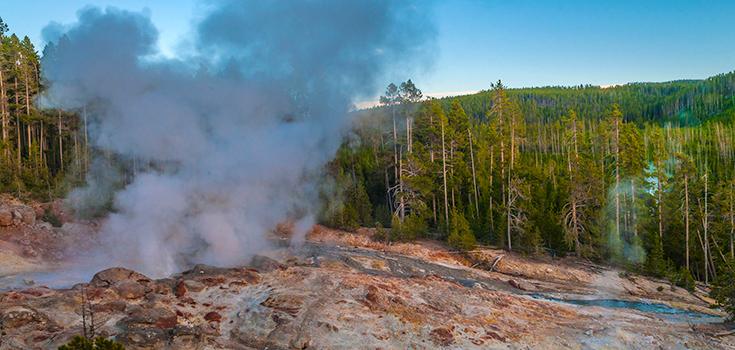 volcano-yellowstone-geyser-735-350
