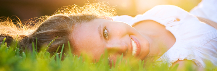 positive_happy_girl_outside_735_240