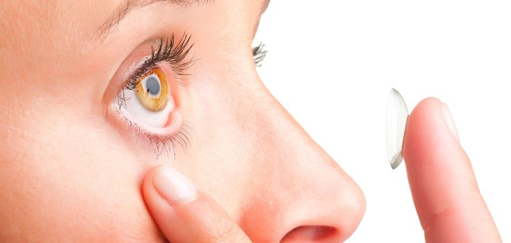How Contact Lenses 'Permanently Alter' 5,000 Strains of Eye Bacteria