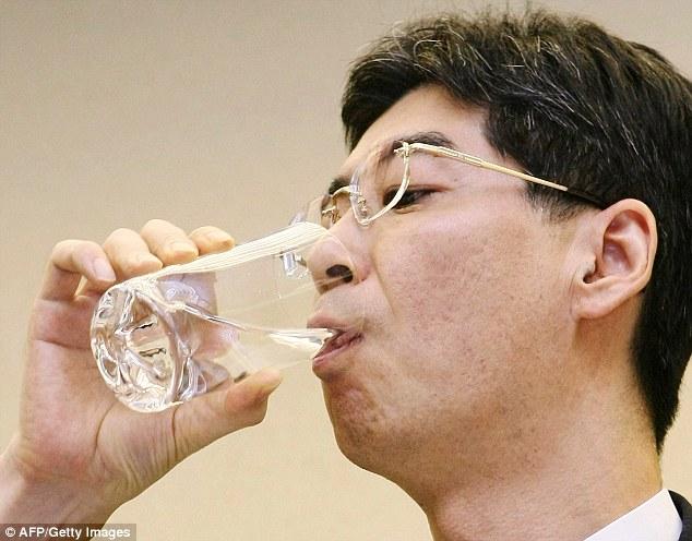 image-japanese-drink-decontaminated-water-13
