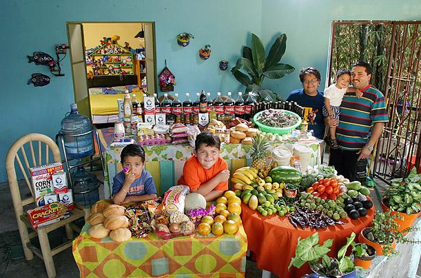 Amazing Photos Show What the World Really Eats mexicofamilyeat
