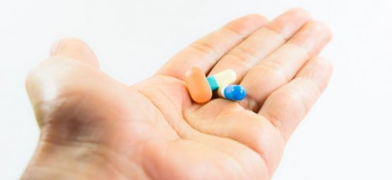 handing pill