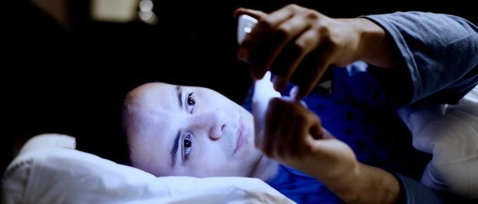 sleeping-smartphone-680